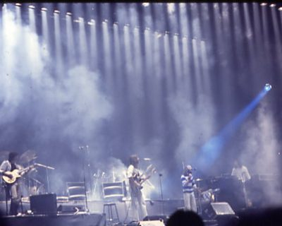Genesis_(the_band). Source: Wikimedia Commons, Jean-Luc / CC-BY-SA-2.5 (https://creativecommons.org/licenses/by/3.0).